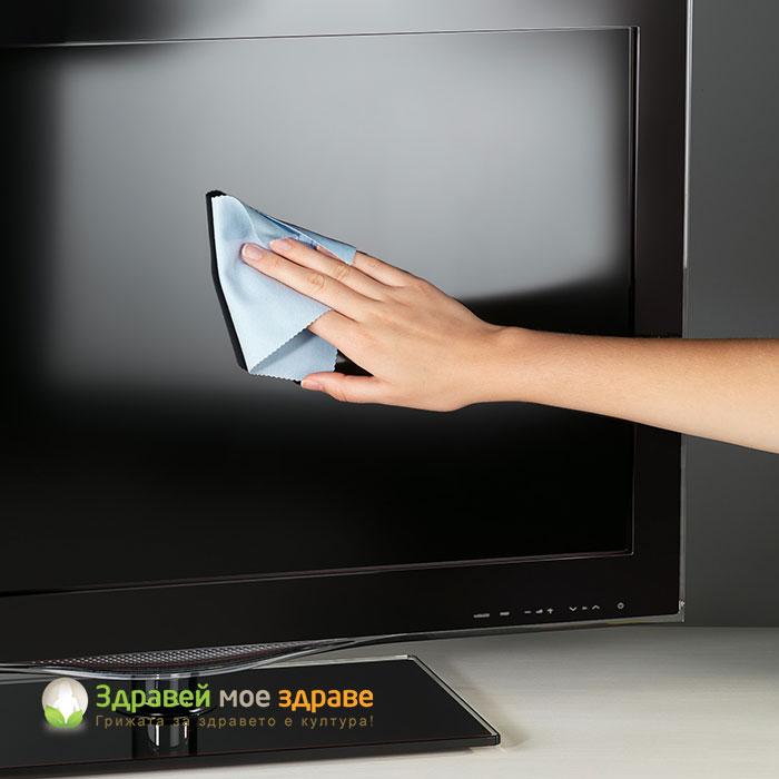 Почистване на екран с микровлакна